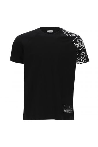 Camiseta con inserción estampada en una manga