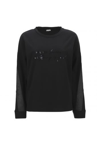 Boxy cropped sweatshirt with a shiny print and tape on the sleeves