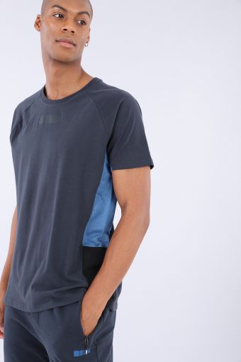Raglan t-shirt with electric blue mesh inserts
