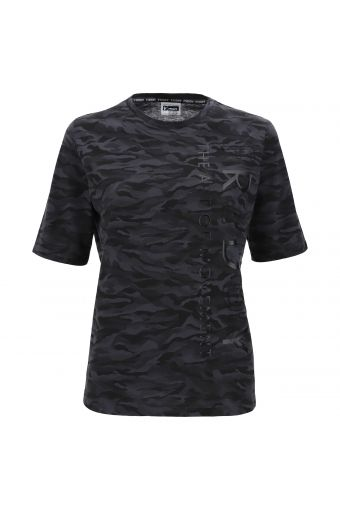 Comfort fit t-shirt in jersey with camouflage design with print and embroidery