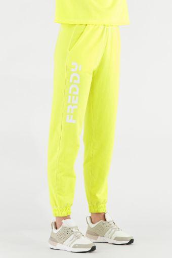 Sportliche Hose in Fluo-Farbe mit weißem Freddy-Maxi-Logo