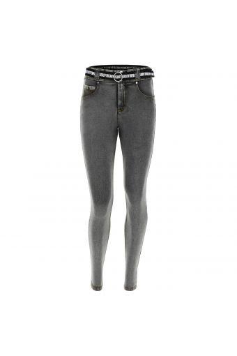 Hose N.O.W.® Pants aus hellem Denim-Stoff mit Slim-Fit-Passform und engem Saum