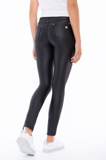 Hose N.O.W.® Pants aus Kunstleder mit Slim-Fit-Passform und geradem Saum
