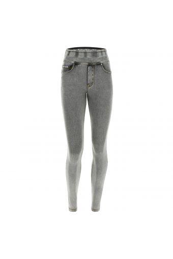 Pantalón N.O.W.® corte slim y talle al que se le puede dar la vuelta en denim claro