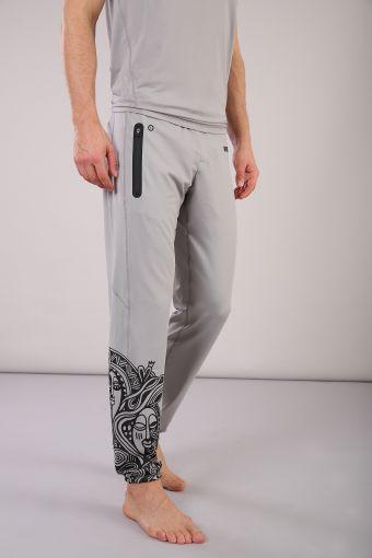 Pantalón largo PRO Pants con estampado tribal Laolu Senbanjo
