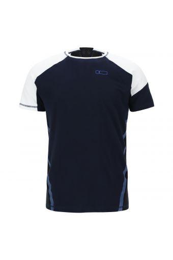 Camiseta deportiva regular con corte ergonómico y bolsillo en el brazo