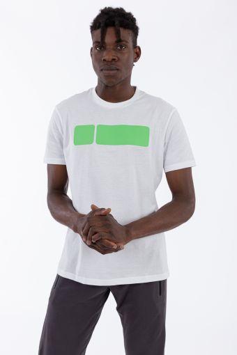 Camiseta de hombre con gran logotipo de color en contraste