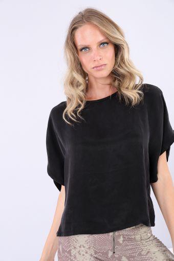 Boxy black shirt with short kimono sleeves