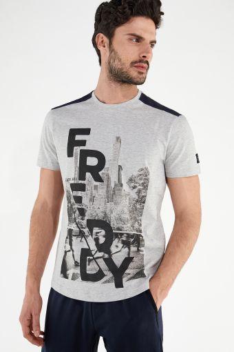 Camiseta jaspeada con gran estampado frontal