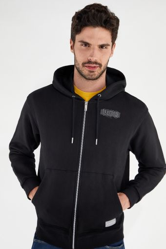 Comfort-fit hoodie with a print on the chest