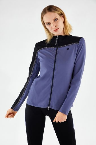 Two-tone yoga shirt with a zip - 100% Made in Italy
