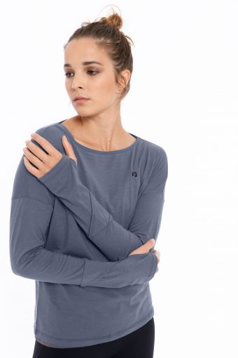 Long-sleeve yoga shirt with thumb holes - 100% Made in Italy