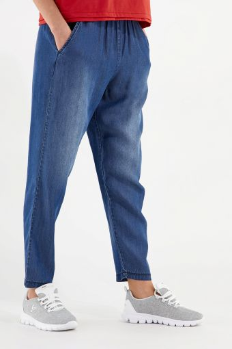 Pantalón de corte cónico de fibra vegetal efecto denim