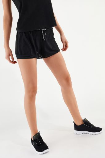 2-in-1 athletic shorts in breathable performance fabric