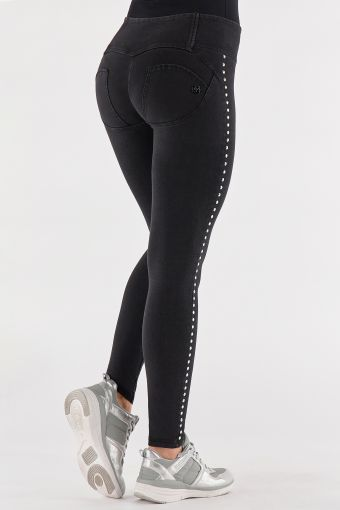 Medium-waisted WR.UP® shaping jeans with studs down the leg