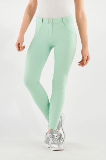Pantalon push-up WR.UP® en tissu semi-brillant