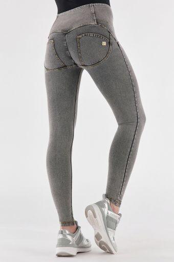 Pantalon push up WR.UP® en denim clair, taille haute avec boutons