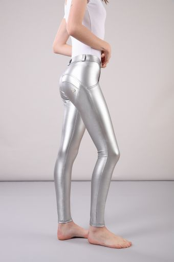 Skinny WR.UP® shaping trousers in metallic faux leather