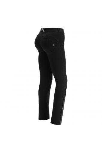 Jeans push up WR.UP® en denim noir avec mini clous aux chevilles