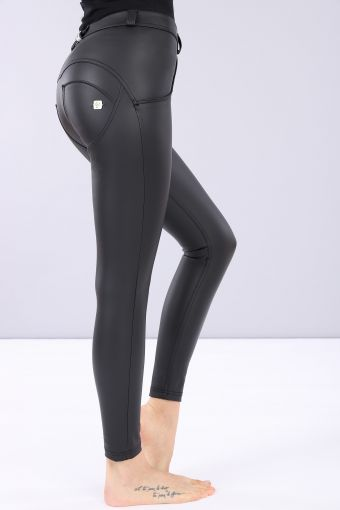 Pantalon longueur 7/8 WR.UP® super skinny, coupe classique à la taille, en simili-cuir.