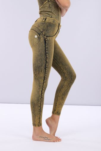 Super skinny WR.UP® shaping jeans in colourful stretch denim