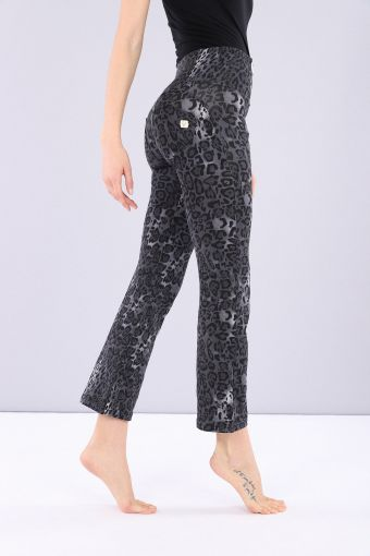 Flared ankle-length sculpting WR.UP® animal print jersey trousers