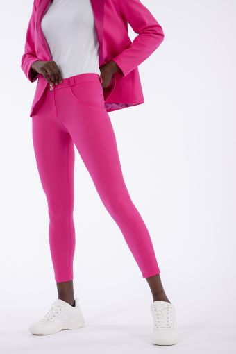 Shaping WR.UP® trousers in a saturated colour