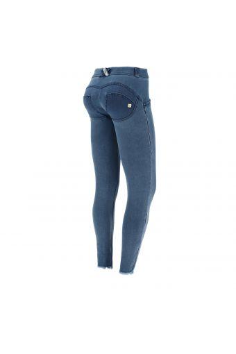 Jeans push up WR.UP® 7/8 en tissu denim avec franges aux chevilles