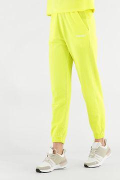 Pantalones deportivos en color neón con elástico
