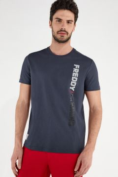 Lightweight t-shirt with a vertical print