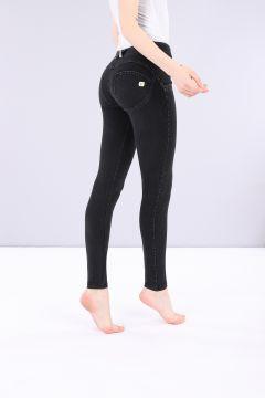 Pantalón WR.UP® pitillo de talle y largo estándar de denim oscuro