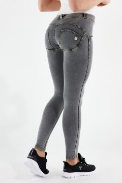 Pantalón WR.UP® pitillo de talle y largo estándar de denim claro