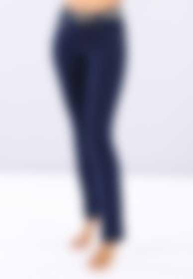 Die Slim-Fit-Hose der Linie N.O.W.® Pants hat eine Denim-Optik und einen geraden Saum